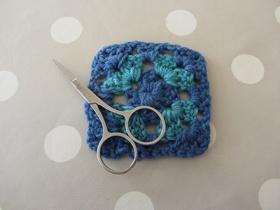 granny-square-blue3