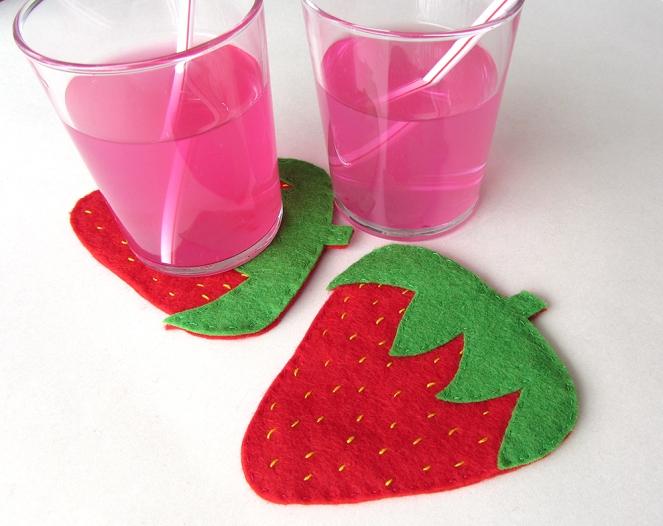 strawberry-coaster-cover