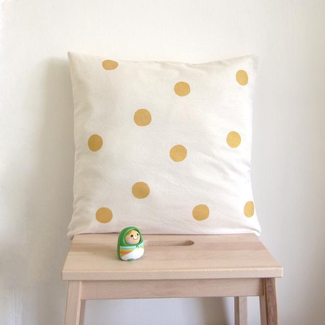 golden-dots-pillow-cover-natural-40cm1