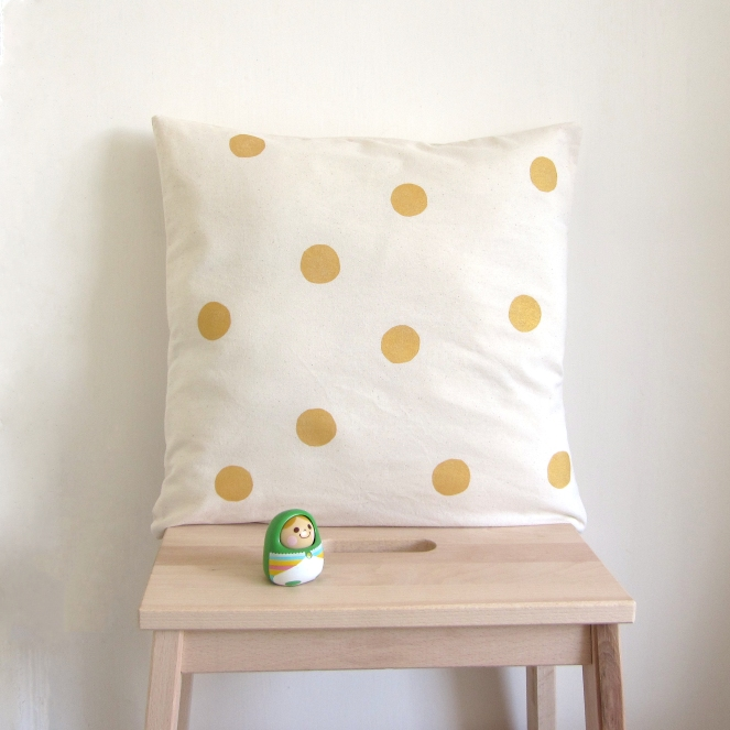 golden-dots-pillow-cover-natural-40cm1